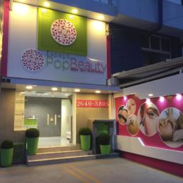 Identidade visual da fachada da clínica Pop Beauty, que fica no bairro Jardins, em São Paulo.